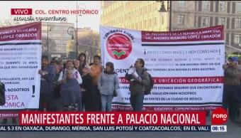 Manifestantes frente a Palacio Nacional en la CDMX