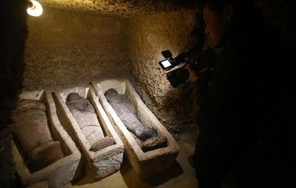 Foto: Momias encontradas en el sitio arqueológico de Tuna el-Gebel en Minya, 3 febrero 2019