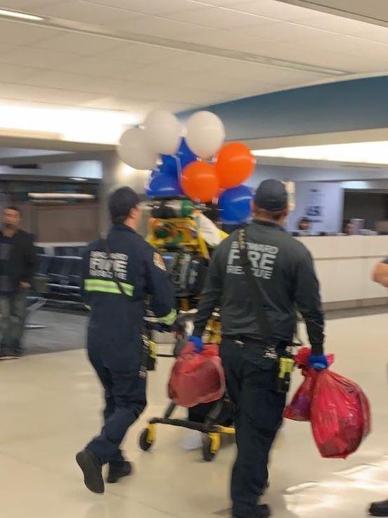 Foto: Personal médico de la aerolínea subió a la nave para revisar a ambos,17 febrero 2019