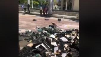 Foto: Normalistan vandalizan oficinas educativas en Tuxtla Gutiérrez, Chiapas, 11 de febrero 2019. Twitter @TelevisaChiapas
