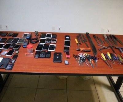 Aseguran celulares y droga en penal de Aguaruto en Culiacán, Sinaloa