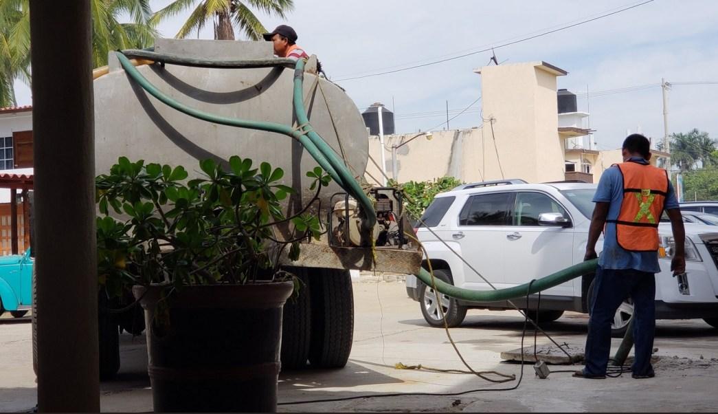 Foto: Reparto de pipas de agua potable en Acapulco, 3 de enero 2019. Twitter CAPAMA_Online, archivo