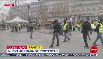 FOTO: Policías dispersan manifestación de 'chalecos amarillos' en París, 2 febrero 2019