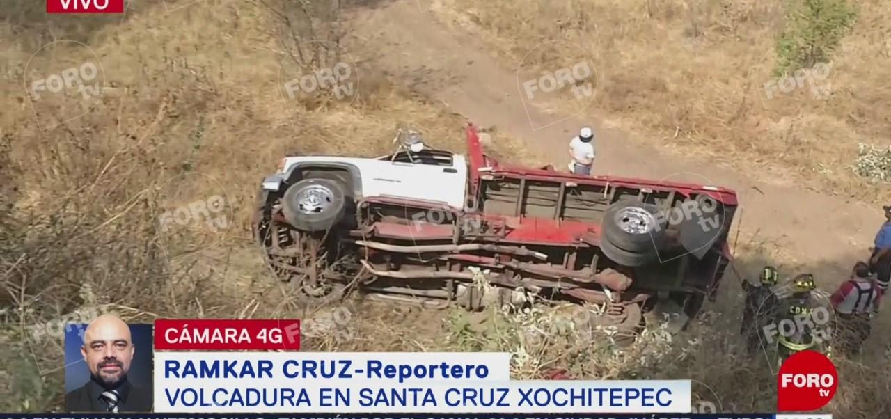 Foto: Reportan volcadura de camioneta en Xochimilco