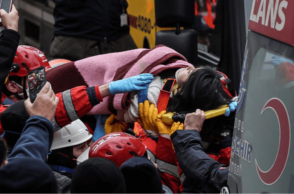 Foto: Rescatan a niña tras derrumbe en Turquía, 7 febrero 2019, Estambul