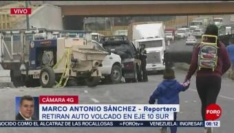 Foto: Retiran auto volcado en la México-Puebla