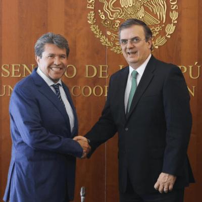 México debe resistir presión de EU sobre Venezuela: Monreal