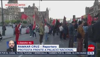 Trabajadores UAM protestan frente a Palacio Nacional por aumento salarial