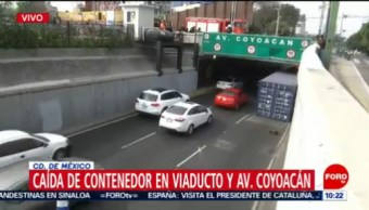 Tráiler tira su contenedor en la avenida Viaducto