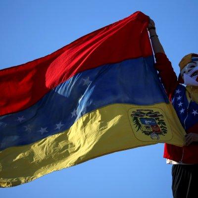Juan Guaidó tiene legitimidad para convocar a elecciones en Venezuela, afirma canciller francés