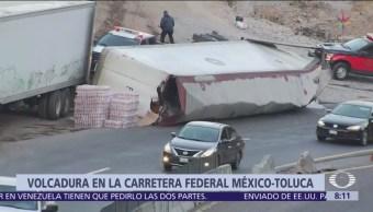 Vuelca camión en la carretera México-Toluca