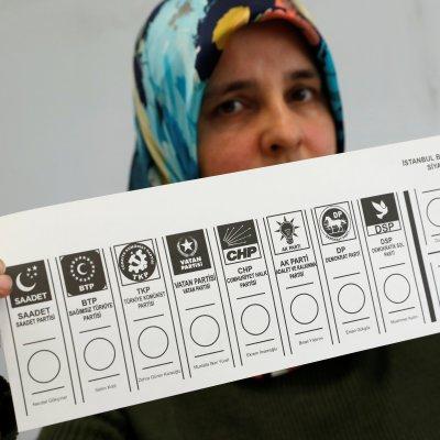 Enfrentamiento durante elecciones en Turquía deja al menos dos muertos