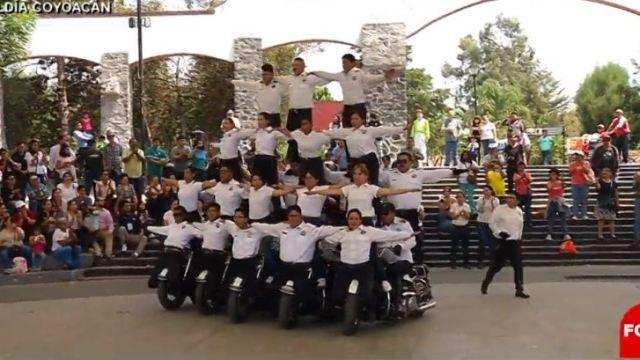 escuadron de acrobacia de policia federal sorprende jovenes de coyoacan