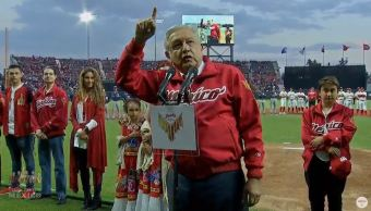 Foto: AMLO agradeció al empresario Alfredo Harp Helú por ser uno de los principales promotores del béisbol, el 23 de marzo de 2019 (Gobierno de México)