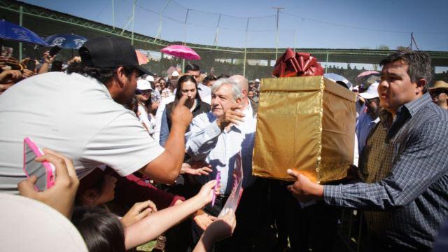 Foto: AMLO encabezó la entrega de apoyos de programas integrales de Bienestar, en la Plaza Principal de Guadalajara, el 9 de marzo de 2019 (Cuartoscuro)