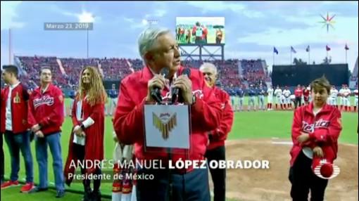 Foto: AMLO Responde Abucheos Porra Diablos Estadio 25 de Marzo 2019