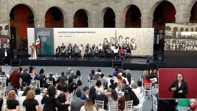AMLO reúne a mujeres destacadas para celebrar el 8 de marzo en Palacio Nacional (YouTube)