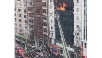 Bangladesh arresta propietarios edificio incendiado muertos