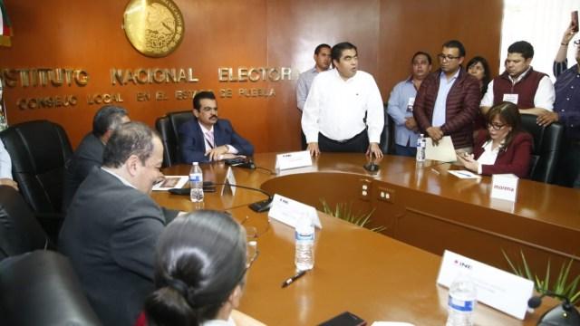 Foto: Luis Miguel Barbosa se registra como candidato a la gubernatura de Puebla. 20 de marzo 2019. Twitter @MBarbosaMX