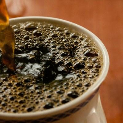 Tomar bebidas calientes puede causarte cáncer de esófago