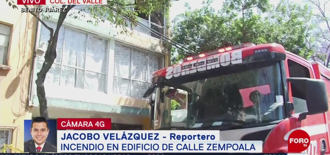 Foto: Bomberos sofocan el fuego en un departamento