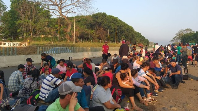 Foto: Una nueva caravana migrante de centroamericanos, conformada por mujeres y niños, parte de Chiapas, planea llegar a Estados Unidos, marzo 23 de 2019 (Twitter: @MMMesoamericano)