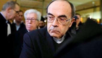 condenan a cardenal frances por ocultar abusos de cura pederasta