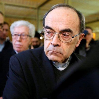 Condenan a cardenal francés por ocultar abusos de cura pederasta