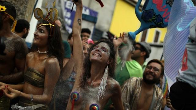 """Foto: Realizan """"El cielo en la Tierra"""" durante las festividades de carnaval en Río de Janeiro, Brasil, 2 de marzo de 2019 (Reuters)"""