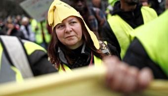 Foto: Los manifestantes vestidos con chalecos amarillos son vistos durante una protesta en París, Francia, marzo 2 de 2019 (Reuters)