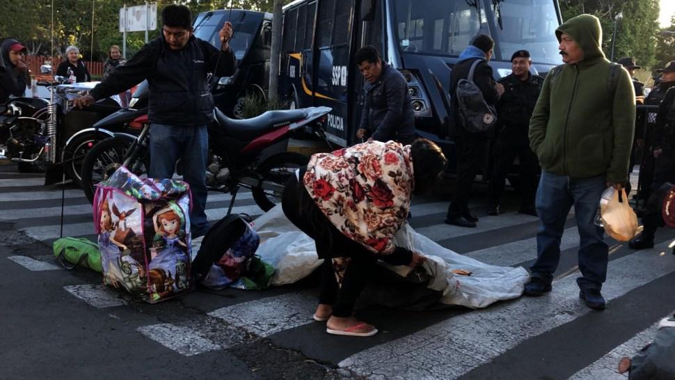 Foto: CNTE instala plantón frente a cerco policíaco 26 marzo 2019