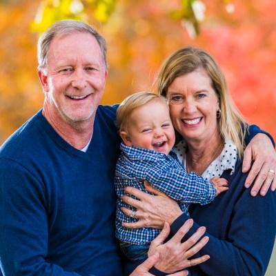 Enfermera adopta a bebé enfermo del corazón tras cuidarlo por meses
