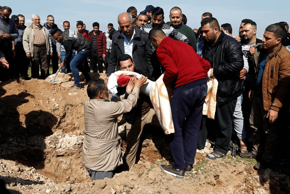 Foto: Entierran a una de las víctimas de naufragio en Irak, 22 de marzo de 2019, Mosul