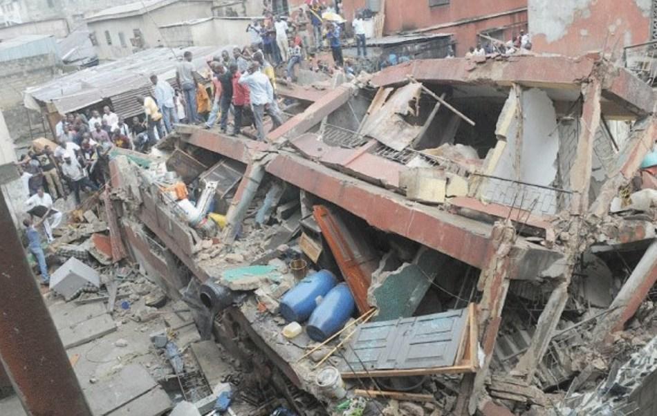 Colapsa una escuela en Nigeria; hay más de 100 niños atrapados