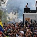 Foto: Lanzan una bomba lacrimógena durante un mitin del líder opositor Juan Guaidó en Caracas, Venezuela. El 29 de marzo de 2019