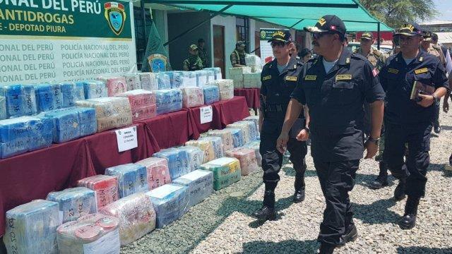 Foto: Agentes de la Policía Antidrogas de Perú decomisaron dos toneladas de cocaína en la región de Piura, el 11 de marzo del 2019