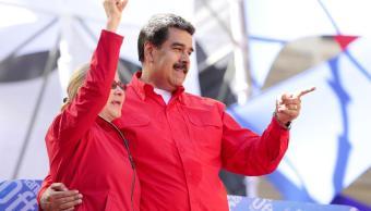 Foto: Nicolás Maduro, presidente de Venezuela, y su esposa Cilia Flores saludan a un grupo de personas, el 1 de marzo del 2019