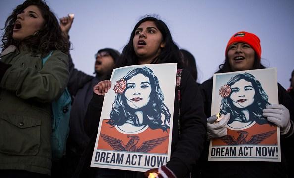 Foto: Manifestantes protestan afuera del Congreso de EEUU en apoyo al programa DACA. El 18 de enero de 2018