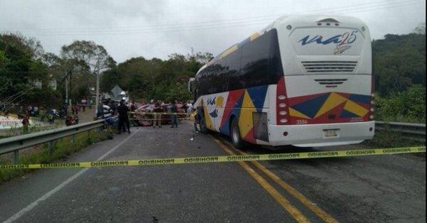 muere familia al chocar con autobus en gutierrez zamora veracruz