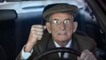 foto ¿Dices groserías cuando conduces? Podrías tener un IQ más alto