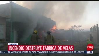 Foto: Incendio consume fábrica de veladoras en Chiapas