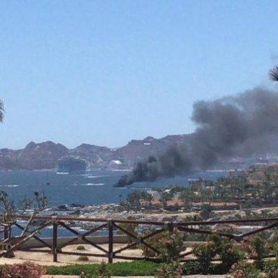 Se incendia yate en playa Médano en Cabo San Lucas
