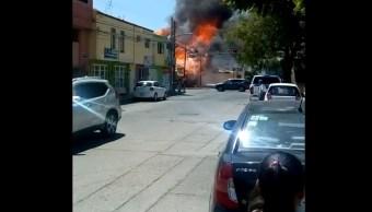 Foto: Un incendio consume un restaurante ubicado cerca del Centro Histórico de San Luis Potosí, marzo 24 de 2019 (Twitter: @fronterainfo)