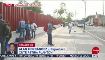Foto: Integrantes de la CNTE desarman el plantón en San Lázaro
