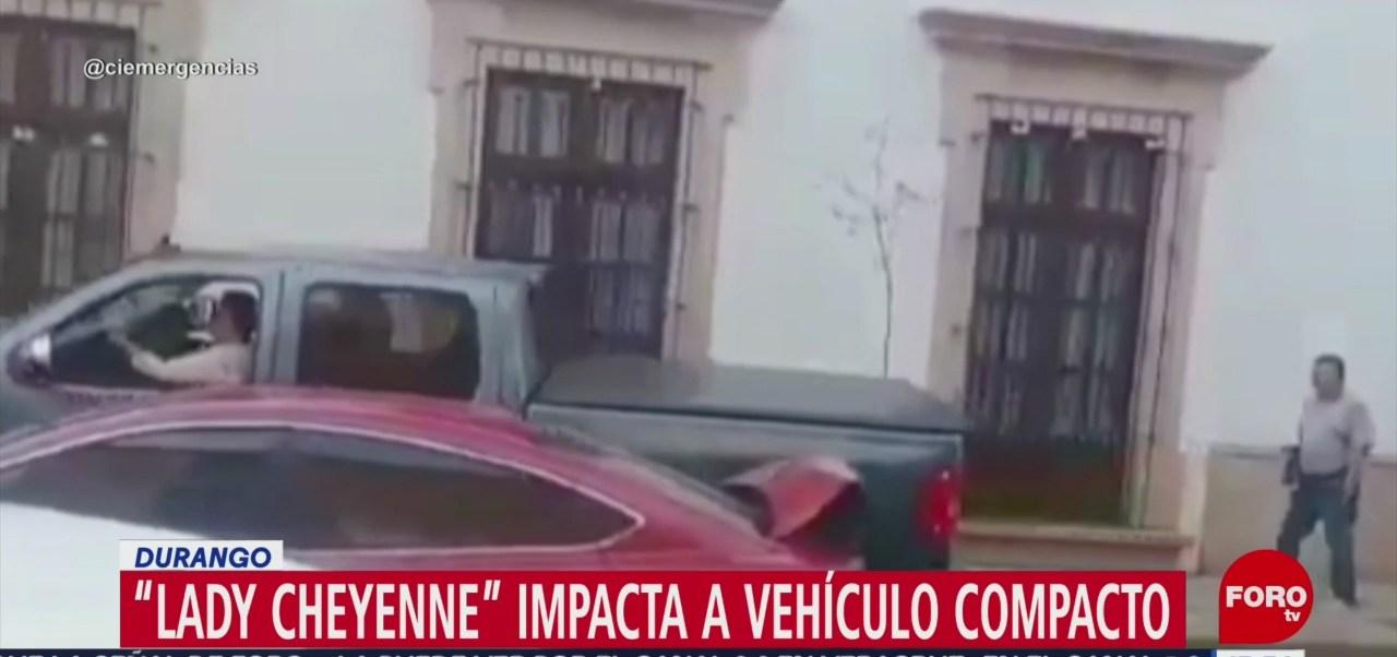 Foto: 'Lady Cheyenne' impacta dos veces al mismo vehículo