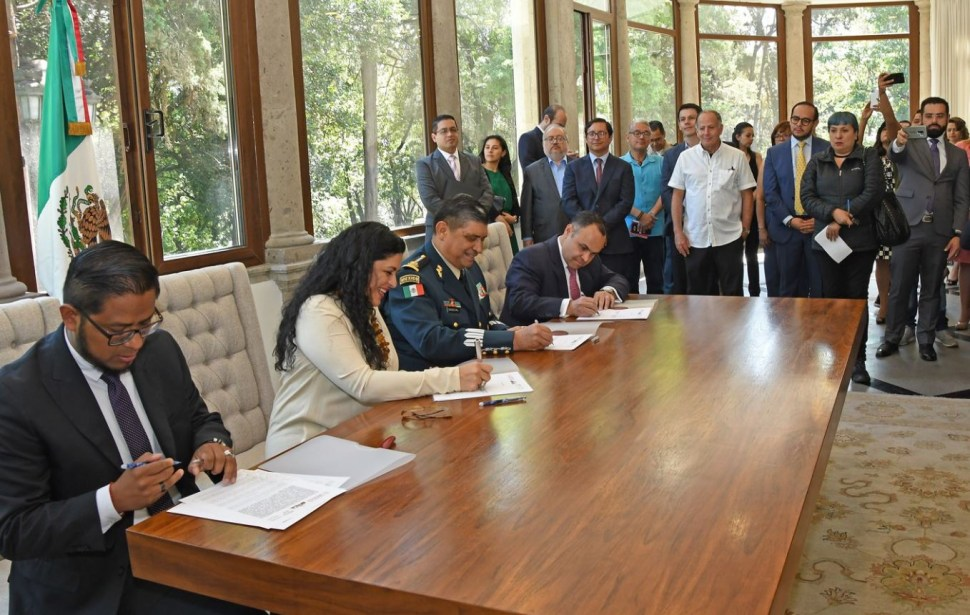 Foto: Los secretarios de Cultura, Alejandra Frausto y de la Defensa Nacional, Luis Sandoval, firmaron el acta de entrega-recepción de Los Pinos, 2 marzo 2019