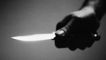 Mujer mata a hija de 11 años, pensaba que tenía relaciones