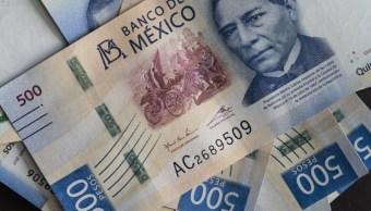 Foto: Los billetes de 500 pesos mexicanos que representan la imagen de Benito Juárez, ex presidente de México, son preparados para una fotografía, marzo 27 de 2019 (Getty Images)