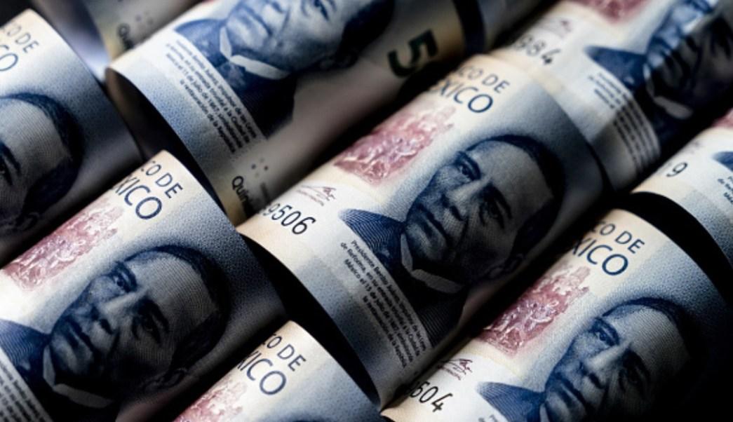 Foto: Los billetes de 500 pesos mexicanos que representan la imagen de Benito Juárez, ex presidente de México, se prepararon para una fotografía, marzo 26 de 2019 (Getty Images)