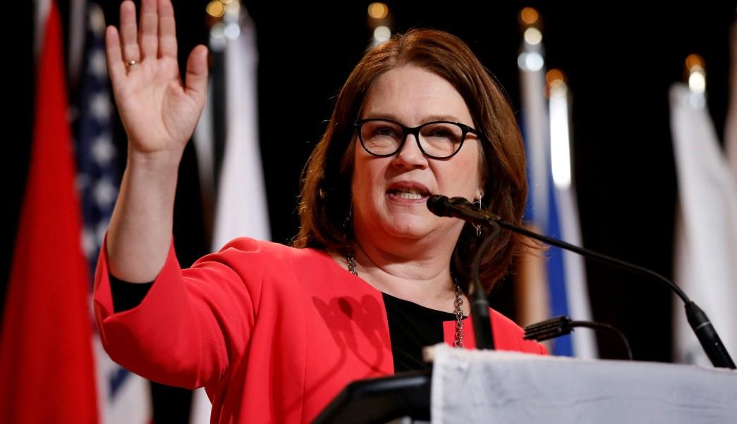 Foto: La ministra canadiense, Jane Philpott, habla durante la Asamblea de Primeras Naciones y Asamblea de Jefes Especiales en Gatineau, Quebec, el 2 de mayo de 2018